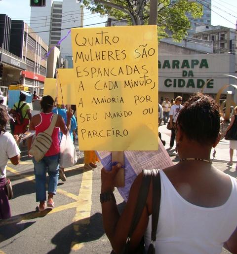 Passeata realizada no Dia da Mulher, em 2009, no centro de Vitória